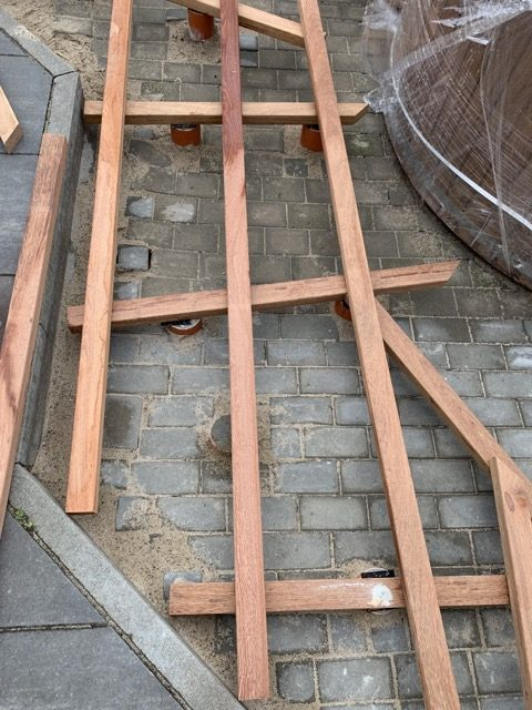 Unterkonstruktion aus Holz für die Terrasse